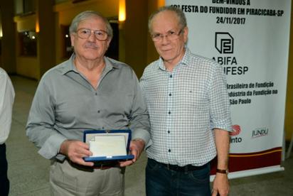 O homenageado do ano, Silvio Carmezini e o Presidente da ABIFA, Afonso Gonzaga
