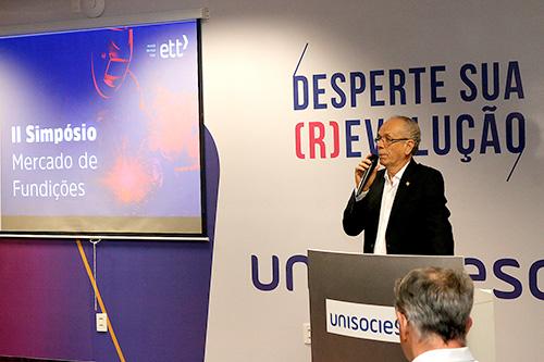 Afonso Gonzaga, presidente da ABIFA, faz a palestra inaugural do II Simpósio Mercado de Fundição