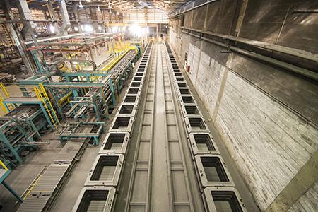 Linha de moldagem automática Künkel+Wagner, com capacidade de produzir até 85 moldes por hora.