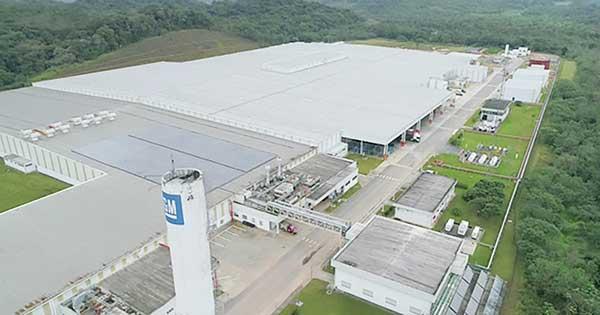 Fábrica de motores da GM em Joinville, cujo tamanho quadruplicou para receber a nova linha.