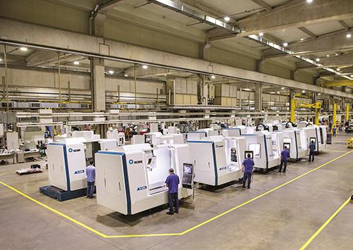 Entre os equipamentos disponíveis para locação, estão os centros de usinagem da linha D 1250